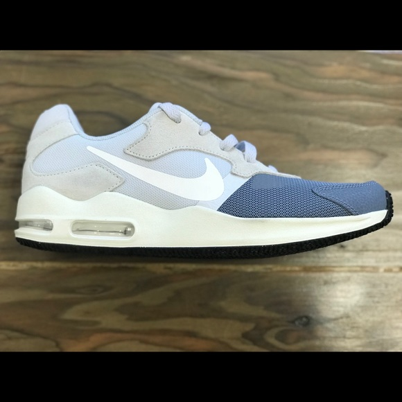 hot sale online 67d65 31423 Nike Wmns Air Max Guile Running Size 9 916787-400